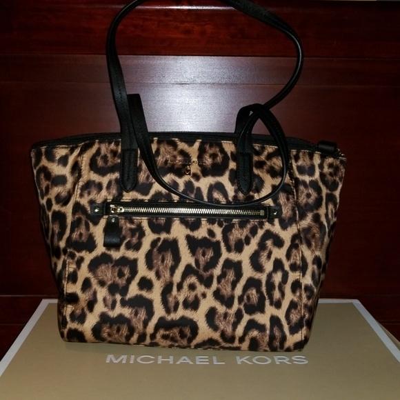 654e76354d4d MICHAEL Michael Kors Bags   Nwt Auth Michael Kors Leopard Print ...